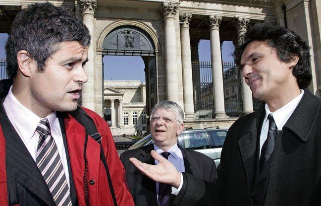Le président du Club des élus Allez France Rachid Nekkaz (D) s'entretient avec le député (UMP) Laurent Wauquiez (G) sous le regard du député communiste de la Somme, Maxime Gremetz (C), le 14 mars 2006 devant l'Assemblée nationale à Paris, avant sa déclaration de candidature à la présidence de la République.