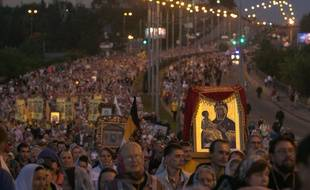 Les pèlerins ont rejoint à pied le monastère de Ganina Iama
