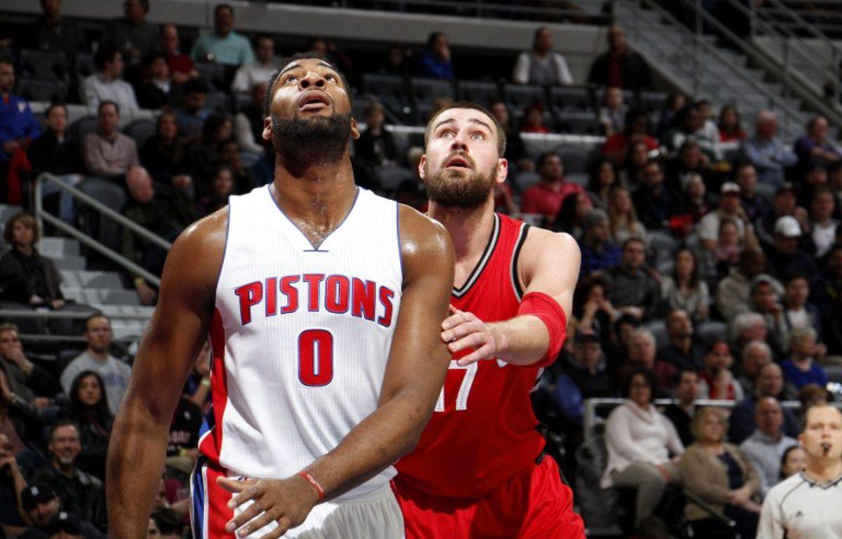 Le joueur des Pistons de Détroit Andre Drummond a inscrit un magnifique panier au buzzer depuis son propre camp, le 8 février 2016 face à Toronto.  – B. Sevald/Einstein / NBAE / Getty Images / AFP
