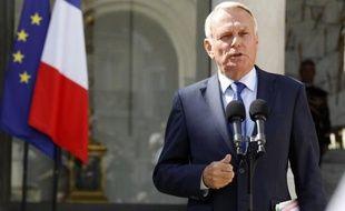 """Les réformes de rentrée annoncées par le premier ministre Jean-Marc Ayrault, qualifiées de """"demi-mesures"""" par certains éditorialistes, n'ont pas provoqué selon eux de """"raz-de-marée d'enthousiasme""""."""