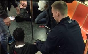 Des policiers suédois en vacances s'interposent lors d'une bagarre.