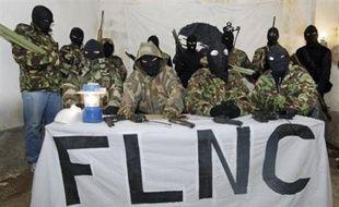 Le FLNC-Union des combattants (FLNC-UC), l'une des principales organisations indépendantistes clandestines en Corse, a revendiqué mercredi 29 attentats et menacé des groupes économiques installés dans l'île, dans un communiqué authentifié adressé à la radio France Bleu Frequenza Mora.