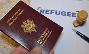 Photo illustration d'un titre de voyage pour réfugié.