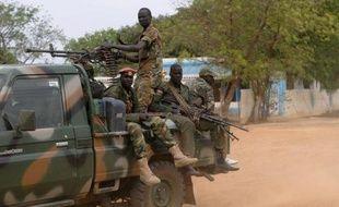 Une bataille de chars opposait mercredi l'armée sud-soudanaise aux rebelles pour le contrôle de la ville pétrolière de Malakal, alors que le conflit dans le jeune pays entre dans son deuxième mois.