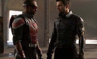 Anthony Mackie et Sebastian Stan campent respectivement Sam Wilson et Bucky Barnes dans « Falcon et le Soldat d'hiver ».