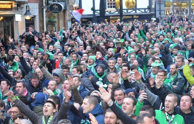 La marche pour rejoindre Old Trafford a débuté vers 17 heures.