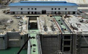 Vue des travaux d'extension du Canal de Panama, le 5 octobre 2015 à Colon