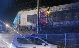 La voiture a été traînée sur plusieurs centaines de mètres.