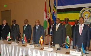Les présidents des pays d'Afrique de l'Est, l'Ougandais Yoweri Museveni (2e G), le Tanzanien Jakaya Kikwete (D), et le Sud-Africain Jacob Zuma (4e D), lors d'un sommet, le 31 mai 2015, sur la grave crise politique au Burundi