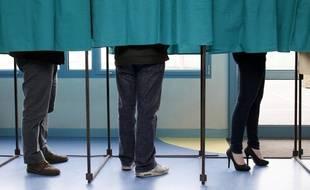 Des électeurs à l'isoloir (illustration).