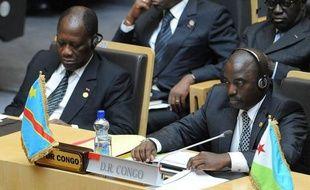 Les dirigeants africains ont célébré samedi à Addis Abeba cinquante ans d'efforts vers l'unité du continent en dépit d'un bilan mitigé, formulant l'espoir que l'envol économique de l'Afrique permette de réaliser les rêves longtemps frustrés nés de la décolonisation.