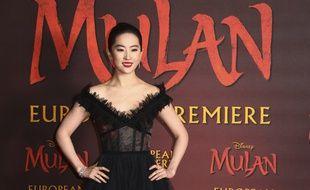 """L'actrice Yifei Liu à la première européenne de """"Mulan"""" à Londres en mars 2020."""