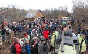 NOTRE DAME DES LANDES, le 25/11/2012 Pique nique geant organise sur le terrain de la ZAD, pour manifester contre le projet d aeroport de Notre Dame des Landes