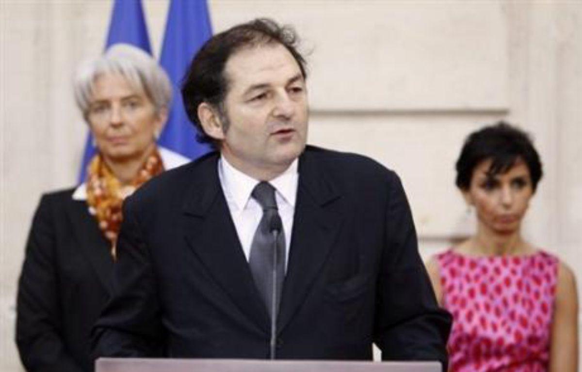 """L'auteur du rapport sur le piratage sur l'internet, Denis Olivennes, PDG de la Fnac, a qualifié samedi sur Europe 1 le système retenu pour lutter contre le téléchargement illicite de """"pédagogique"""" et non pas de """"liberticide"""". – Bertrand Guay AFP"""