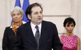 """L'auteur du rapport sur le piratage sur l'internet, Denis Olivennes, PDG de la Fnac, a qualifié samedi sur Europe 1 le système retenu pour lutter contre le téléchargement illicite de """"pédagogique"""" et non pas de """"liberticide""""."""