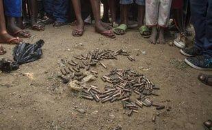Un tas de douilles sur le sol du quartier de Jabe, à Bujumbura, le 28 juin 2015, après une nuit de tensions