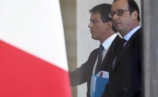 Le Premier ministre Manuel Valls et le président François Hollande le 12 janvier 2015 à l'Elysée à Paris