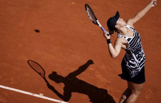 Roland-Garros EN DIRECT. Barty vs Vondrousova: Il n'y a qu'une joueuse sur le court pour l'instant... Suivez la finale dames avec nous