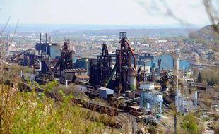 La fermeture des hauts-fourneaux de Florange en avril a pesé 103 millions d'euros sur les lourdes pertes au premier semestre du géant de l'acier ArcelorMittal, qui a abaissé jeudi ses objectifs pour 2013.