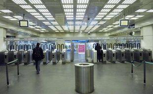 Le dézonage du Pass Navigo les week-end et jours fériés, autrement dit la possibilité pour un usager d'aller partout en Ile-de-France quel que soit son abonnement, à partir du 1er septembre, a été adopté mercredi, a annoncé le Stif, l'autorité organisatrice des transports.