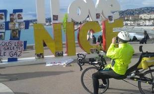 Le #ILoveNice est devenu bleu-blanc-jaune ce dimanche à Nice.