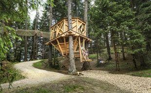 Les enfants peuvent profiter de nombreuses installations sécurisées, à commencer par les magnifiques cabanes en bois du site Schlick 2000.
