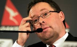 Le patron de la compagnie australienne Qantas, plombée par le ralentissement de l'économie mondiale et la flambée des prix du carburant, a anoncé lundi qu'il renonçait à ses bonus et à son augmentation de salaire au titre de l'exercice 2012.