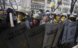 """Les autorités ukrainiennes ont annoncé vendredi avoir libéré tous les manifestants interpellés en deux mois, le président Viktor Ianoukovitch appelant en retour l'opposition à """"faire aussi des concessions"""", tandis qu'une nouvelle manifestation est prévue dimanche."""