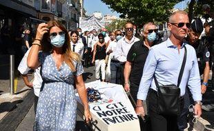 Des professionnels du secteur de l'évènementiel et du tourisme manifestent à Cannes en juin 2020.