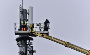 """Le Conseil constitutionnel a validé vendredi les dispositifs législatifs """"anti-Huawei"""", contestés par les opérateurs télécoms français SFR et Bouygues Telecom."""