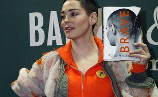 L'actrice Rose McGowan présentant son livre, Brave, à New York