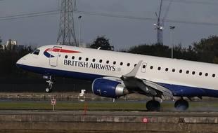 Un avion de British Airways sur le tarmac de l'aéroport de Londres.