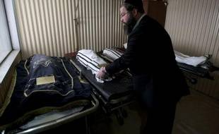 Les obsèques ont lieu dans le plus grand cimetière de Jérusalem, Har Hamenouhot (Mont du repos), dans le quartier de Givat Shaoul, à l'entrée de la ville.