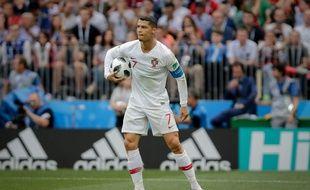 Cristiano Ronaldo avait même le droit de prendre le ballon avec la main