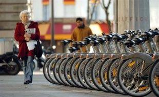 Le Vélib', système parisien de vélos en libre-service, lancé le 15 juillet, est passé mercredi au braquet supérieur avec les grèves dans les transports, mais il est parfois victime de son succès.