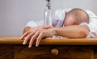 Illustration d'une personne ivre.