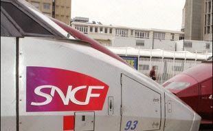 A la SNCF, la CFE-CGC, la CFDT, la CFTC, la CGT, FO, Sud-Rail et l'Unsa appellent à une grève de 24 heures du lundi 27 mars 20H00 au mercredi 29 mars 08H00.