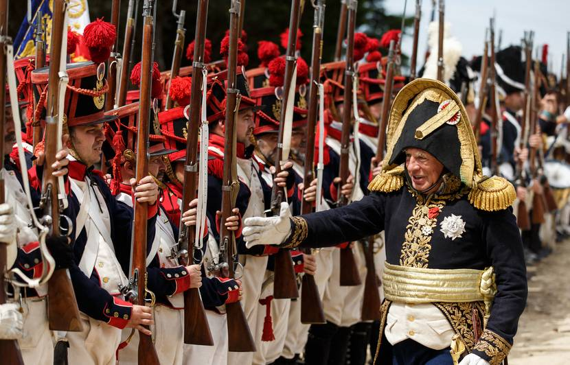 05 mai 1821 - 05 mai 2021 830x532_reconstitution-2016-siege-burgos-espagne-oppose-septembre-octobre-2012-troupes-napoleoniennes-dirigees-general-dubreton-armee-anglo-portugaise
