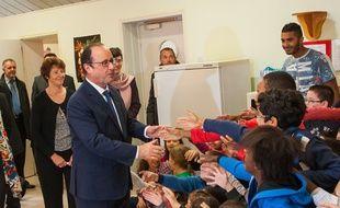 François Hollande en déplacement dans une école à Angoulême, le 9 octobre 2014.