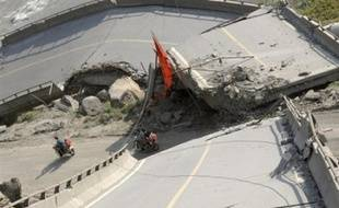 Vingt-deux personnes sont mortes et plus de cent ont été blessées samedi à la suite d'un séisme de 6,1 sur l'échelle de Richter, qui a frappé une région à la frontière des provinces du Sichuan et du Yunnan, dans le sud-ouest de la Chine, a annoncé l'agence de presse Chine Nouvelle.