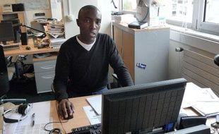 Noureddine Zidane (France Inter) est l'un des cinq journalistes a participer à l'expérience «cinq jours simplement avec twitter et facebook»