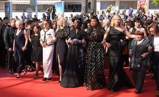 Bras dessus, bras dessous, 82 stars et femmes du cinéma, Cate Blanchett et Agnès Varda en tête, ont réclamé samedi 12 mai 2018 «l'égalité salariale» dans le 7e art lors du Festival de Cannes.