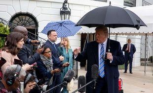 Donald Trump quitte la Maison-Blanche pour la base militaire de Norfolk, le 28 mars 2020.