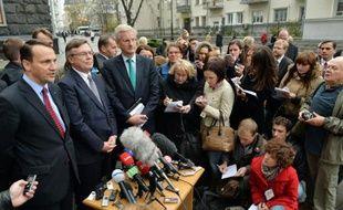 Les ministres suédois et polonais des Affaires étrangères ont averti mardi l'Ukraine que le temps pressait pour trouver une solution au cas de l'opposante emprisonnée Ioulia Timochenko, sans quoi Kiev ne pourra signer fin novembre un accord d'association avec l'UE.