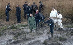 Recherche des restes des corps de la famille Troadec à Pont-de-Buis (Finistère) / F.Tanneau/AFP