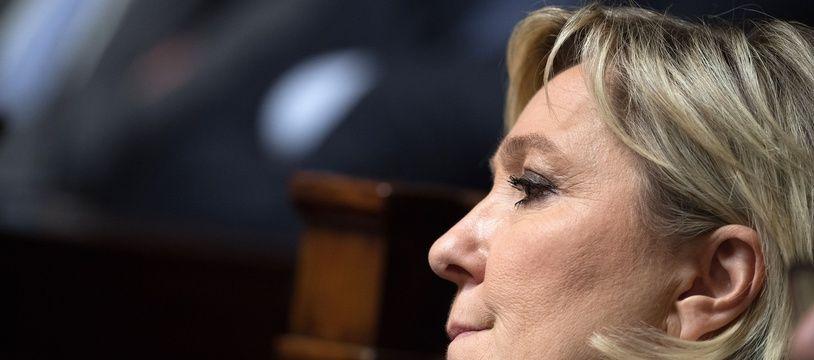 Marine Le Pen s'apprête à refonder son parti lors du congrès du FN.