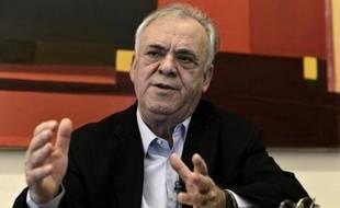 Ioannis Dragasakis, député et économiste grec du parti de la gauche radicale, lors d'une interview avec l'AFP dans son bureau à Athènes, le 19 janvier 2015