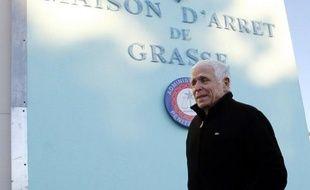 La cour d'appel d'Aix-en-Provence annoncera sa décision le 27 mars sur une demande de liberté conditionnelle déposée par Christian Iacono, ex-maire de Vence (Alpes-Maritimes), condamné pour le viol de son petit-fils qui a depuis retiré ses accusations.