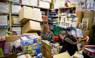 L'association Rejoué raccomode, nettoie et revend des jouets inutilisés et donnés par des particuliers ou des entreprises.