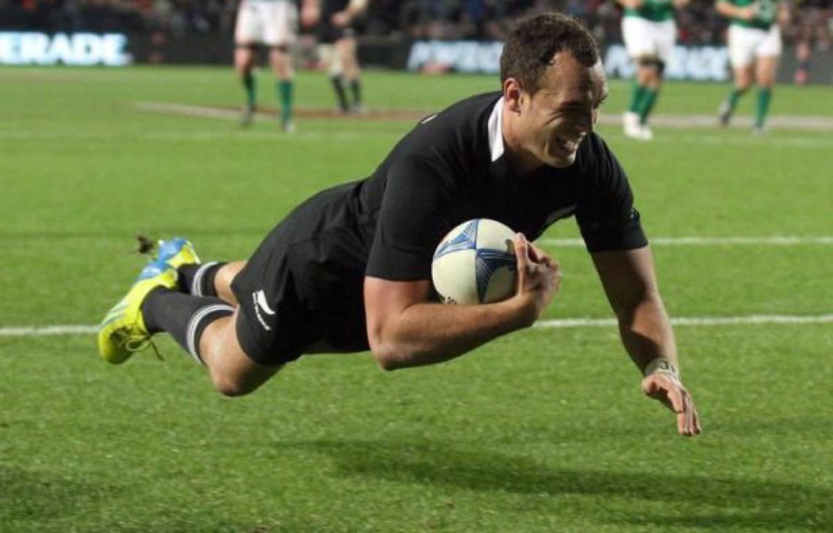 Les All Blacks néo-zélandais, impériaux, ont puni les Irlandais de les avoir accrochés une semaine plus tôt, en leur infligeant samedi un 60-0 à neuf essais au Waikato Stadium de Hamilton, pour un triplé victorieux – Marty Melville afp.com